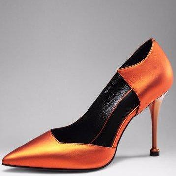 Giày nữ gót nhọn,kiểu hở thân, chất da bò.
